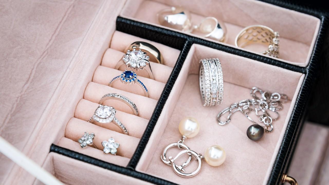 Guardar las joyas en casa