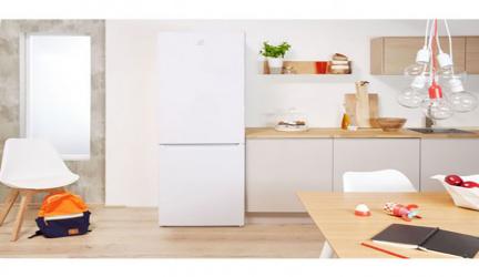 Indesit CAA 55, frigorífico combi simple, práctico y, sobre todo, económico.
