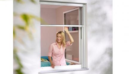 Mosquiteras enrollables, la mejor solución para dormir tranquilos en verano