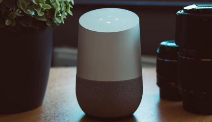 Siri, Alexa o Google Assistant, ¿cuál es el mejor para el hogar?