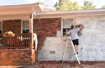 Reparación y mantenimiento con pintura blanca exterior
